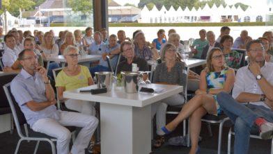 Bijeenkomst van ondernemers in 'de Loods'.