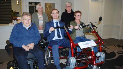 Op de foto Notaris Stotijn, Jan Jansen, Marry Strijker, Sonja Verkaik en Fenneke Smits