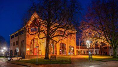 Gemeentehuis De Wolden baadde vorig jaar al in oranje licht.