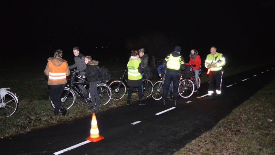 Controle fietsverlichting op Haakswold.
