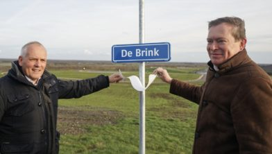 Gedeputeerde Brink en minister Bruins.