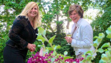 Delia Bremer (l) en Rita Visman.