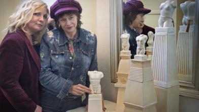 Kunstenssr Delia Bremer (links) wil met Ria Westerhuis een bundel met erotisch dichtwerk uitbrengen.