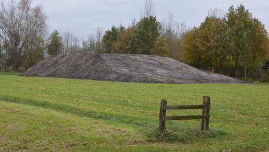 Afgegraven grond in Ruinen.