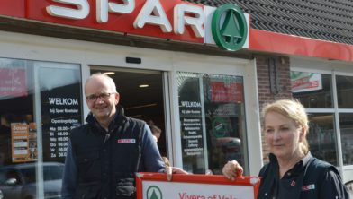 Henk en Gea Koetsier voor hun Spar.