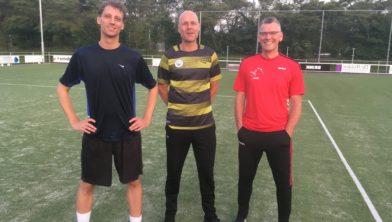 De trainersstaf van ZKC'19, met van links naar rechts Evert Krikken, Jan Bijkerk en Maarten Feenstra