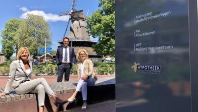 Van links naar rechts adviseurs Jacqueline Lefers en Henry Jansen en algemeen directeur Henny Mulderij.