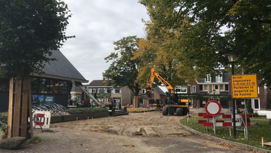 Werk aan de zuidelijke Brink in Ruinen.
