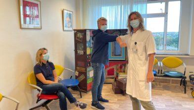 Kinderarts Andra de Vries in wachtkamer nieuwe poli.