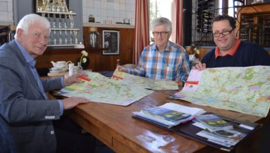 Zuidwest-Drenthekaart, van links naar rechts Jan Pol, Johan van den Berg en Bert van Egten.