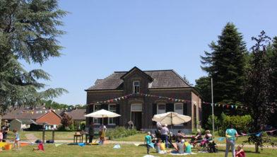 De pinkster picknick was een heerlijk feest wat precies de sfeer van Komdersuut weer geeft