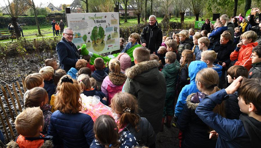 Tiny Forest aangelegd in 's-Gravenmoer - dongen.nieuws.nl