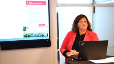 Burgemeester Starmans bij de presentatie van de Chatbot in juni 2020