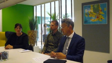Foto: Leon Meijer in gesprek.Stock foto Ede.nieuws.nl