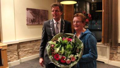 Burgemeester L.J.Verhulst en Janny van Heesen