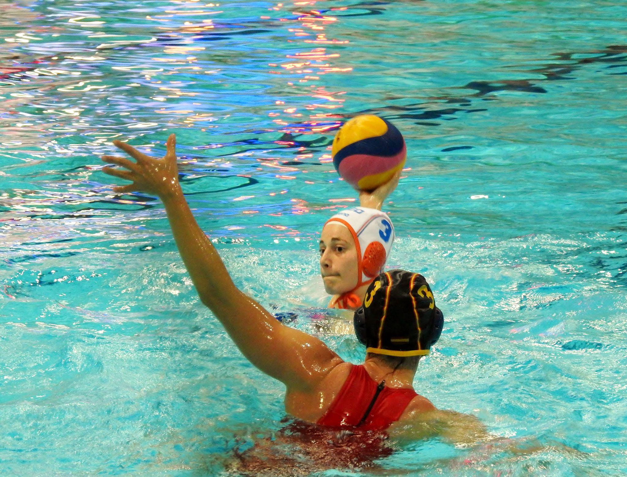 Zwembad De Peppel : Zwembad de peppel kleurt oranje ede