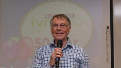 Hans Gonggrijp, voorzitter IVN Ede, opent 50 jarig jubileumfeest