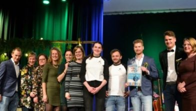 Netwerk Dien je Stad ontvangt 1e Bruggenbouwer Award van Present Ede