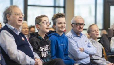 Samen zingen bij het jong-en oud(er)koor in Bennekom