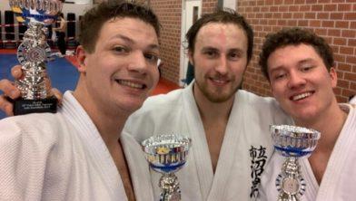 Hans, Menno en Bradley met hun beker