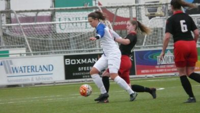Daphne van Kruistum scoorde 4 doelpunten.