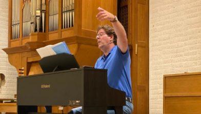 De nieuwe dirigent Tom Hesseling