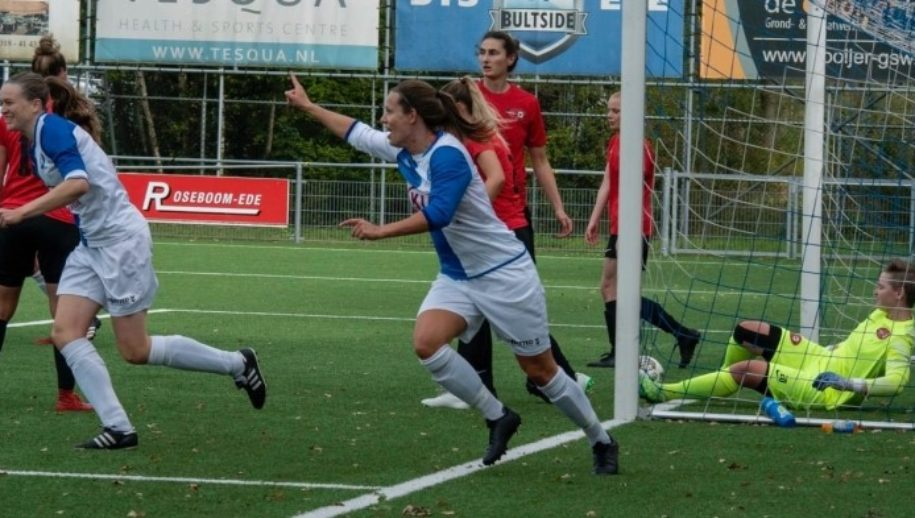 Daphne van Kruistum maakte 2 doelpunten.